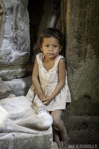 Dziewczynka napotkana w Angkor Wat