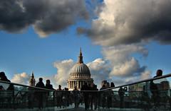 conjuncin copulativa  EXPLORE (RalRuiz) Tags: greatbritain inglaterra england london unitedkingdom stpaul cielo nubes londres milleniumbridge reinounido catedraldesanpablo granbretaa