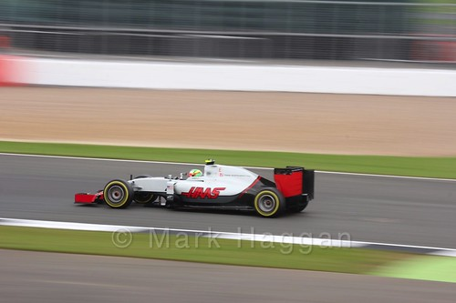 Esteban Gutierrez racing for Haas during qualifying for the 2016 British Grand Prix