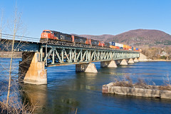 CN 121 @ Beloeil, QC (Mathieu Tremblay) Tags: railroad bridge canada cn train river sony railway canadian rivire national qubec pont 121 chemin fer canadien subdivision richelieu emd beloeil sthyacinthe sainthyacinthe a65 sd75i sal1650