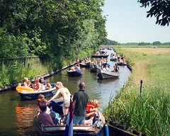 """You should take a boat trip there, they said"" (andzwe) Tags: giethoorn dutchvenice boats boattrip masstourism tourism massatoerisme canal vaart dutchlandscape kanaal gracht netherlands nederland panasonicdmcgh4 overcrowded trafficjam file opstopping vertraging delay jam"