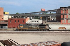 A patched Southern Pacific AC44 on a manifest through the West Bottoms in Kansas City. 6/25/16 (AdamElias14) Tags: unionpacific generalelectric westbottoms southernpacific kansascitymissouri fallenflag