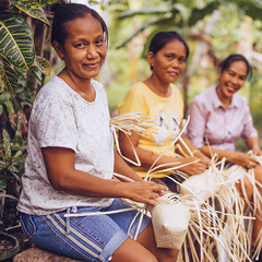 Photo of the Day (Peace Gospel) Tags: women woman friends friendship artisans artisan smiles smilling smile happy happiness joy joyful peace peaceful hope hopeful thankful grateful gratitude outdoor handmade crafts craftsmanship craft baskets empowerment empowered empower sustainability