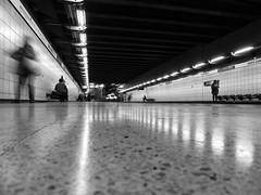 Metro PM (Mar Cifuentes) Tags: metro subte subway chile santiago bnw blancoynegro puntodefuga reflejo
