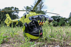 Lifeliner 2 in The Hague (Ide Nauta photography) Tags: helicopter helikopter ambulance traumaheli trauma heli lifeliner den haag hague motor agent motoragent helm grass politie police