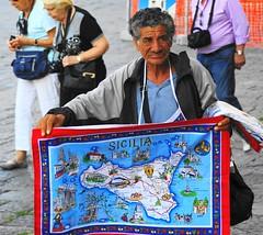 Sicilia (enrico sprea) Tags: mediterraneo italia sicilia messina turisti isola trinacria piazzaduomo venditore pentaxlife