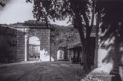 Ascoli com'era: Porta Romana, pesa pubblica (192?) (Orarossa) Tags: italy italia marche portaromana ascolipiceno bilico pesapubblica 0450341