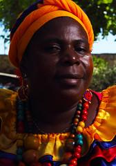 Vendedora de frutas (Dack Deacky) Tags: people portraits colombia retrato afro photographic colombiana afrocolombiana