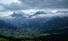 Algn lugar de Suiza.... (bervaz) Tags: mountain clouds suiza sony nubes 18200 a100 montaas 18200mmf3556 dslra100 sal18200