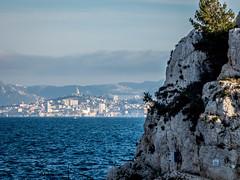 Notre-Dame-de-la-Garde depuis la calanque de Niolon (ma_thi_eu) Tags: sea mer lumix marseille rove notre dame garde notredamedelagarde basilique calanque niolon fz72