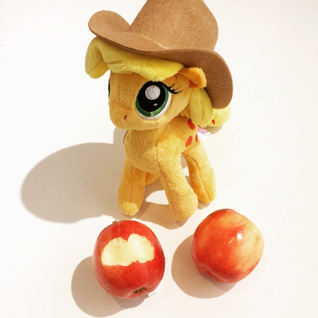 An #apple a day. 05/03/15. #Applejack #NICI #MLP #MyLittlePony #Plush #Toy #Gifts #Red #Apple #Fruit #Bite