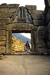Grce, vacances de Pques 1987. Mycnes, porte des lionnes (Marie-Hlne Cingal) Tags: 1987 greece grce  hells  diaponumrise