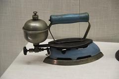 Anglų lietuvių žodynas. Žodis steam-iron reiškia n garinė laidynė lietuviškai.