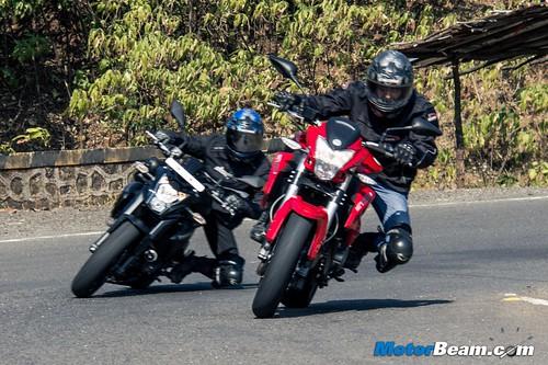 Benelli-BN-600i-vs-Kawasaki-ER6n-03