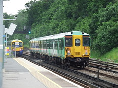 Honor Oak Park (02/06/2016) (Tobytrainspotting13) Tags: tobytrainspotting13 honor oak park thursday 2nd june 2016 southern govia gtr british rail class 455 455802