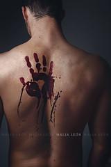 Outcast (Malia Len ) Tags: canon blood hand espalda murder concept shoulder sangre outcast paria malialeon