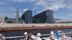 Berlin Hauptbahnhof (hrs51) Tags: berlin deutschland germany hauptbahnhof main station train zug s bahn treno gare
