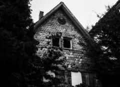 Hexenhaus (FotoTrenz NRW) Tags: urban abandoned fenster haus panasonic ruine nrw sw duisburg gebude ruined verlassen kaputt urbex alteshaus hexenhaus