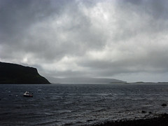 the coast at stein, isle of skye (violica) Tags: unitedkingdom regnounito scotland scozia highlands skye isleofskye ebridi hebrides waternish waternishpeninsula barca boat stein