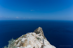 The Blue View - At The Top of the Summit (Normann Photography) Tags: calp calpe costablanca elmarmediterrneo espaa holiday naturalparkofpenyaldifac parcnaturaldelpenyaldifac parquenaturaldelpendeifach spain themediterraneansea thewhitecoast vacation comunidadvalenciana es