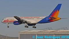 G-LSAJ - Jet2 -  Boeing 757-236 - PMI/LEPA (Juan Rodriguez - PMI/LEPA) Tags: nikon d90 sigma 70200mm 80400mm pmilepa aeropuerto airport sonsanjuan sonsantjoan palma mallorca aeroplano plane aorplane aircraft boeing b757 jet2 glsaj
