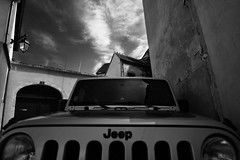 Jeep in the small streets of Beaune (paul.harts) Tags: jeep beaune