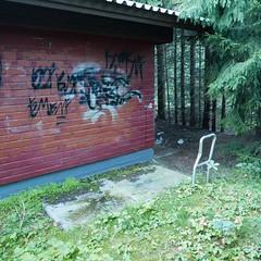 The Hatch (neppanen) Tags: sampen discounterintelligence helsinki helsinginkilometritehdas suomi finland piv55 reitti55 pivno55 reittino55 hatch luukku graffiti bwc muuntaja