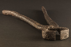 Ancient (?) pincers (Photodotty) Tags: closeup rusty tool pincers 2014 lightshed halogenlamps canonef70200mmf4lusm canoneos50d