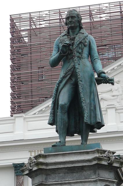 Liège - Place de lOpera, statue Andre Ernest Modest Gretny