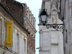 Un ange veille sur le Prieuré (xavnco2) Tags: france sign statue advertising restaurant hotel cathedral streetlamp cathédrale duomo werbung amiens publicité lampadaire lampione picardie enseigne somme