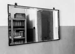 Mirror with look at the past (Peffi66) Tags: bw mirror alt spiegel vergangenheit