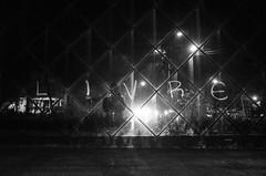 (p.marinuzzi) Tags: light brazil luz espelho brasil night de mirror grafitti sopaulo free liberdade your sp mind noite rua paulo fotografia livre yourself so pixo pixao freedon marinuzzi paulomarinuzzi libertase selvasp