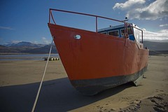 Low tide and grounded. (foto.pro) Tags: sea wales boat sand tide beached stranded barmouth