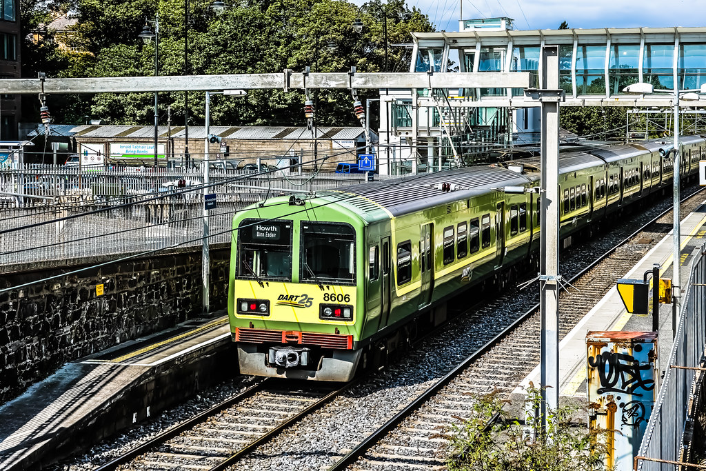 DART TRAIN AT BLACKROCK TRAIN STATION REF-101782