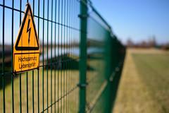 sign of the times (MH *) Tags: yellow solar gelb strom kaiserstuhl hinweis warnung oberrotweil solaranlage stromerzeugung photovoltaik
