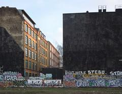 BERLIN irgendwo (nouredine) Tags: streetart berlin schwarz irgendwo brandwand nouredine