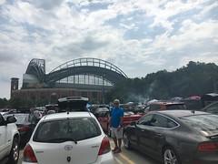 Miller Stadium, Milwaukee, Wisconsin (corsi photo) Tags: milwaukeewisconsin millerstadium parkinglot autos