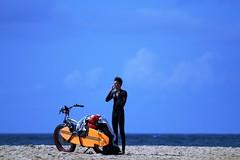 Session surf (serge der) Tags: landes surfer fat bike surf plage penon hossegor canon tamron ciel bleu 70300