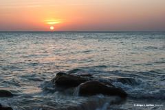 El ritmo del ocano (moligardf) Tags: olas ocaso atardecer rocas calasdeconil