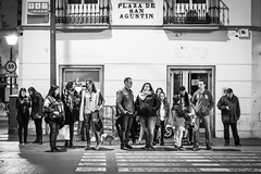 Siempre estamos esperando... We always are waiting. (Wity_Backflip) Tags: street seville sevilla bw calle photo black white nikon d5200 portrait people gente blanco y negro monocromatico