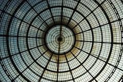 The Ring (Se_New) Tags: italy italien mailand mall roof glass milan architektur kreis rund dach geometrisch decke gebude symmetrie atrium architecture circle