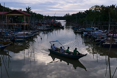 Returning home (bdrc) Tags: asdgraphy fishing village evening dusk river reflection boat banting kampung kelanang sony a6000 sigma 30mm prime old town