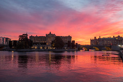 Live a fast life for the magic (OR_U) Tags: 2016 oru sweden stockholm museumofmedievalstockholm building architecture city capital sunset water island lights red reflections