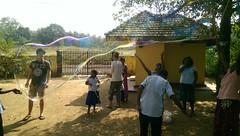 Seifenblasen in Behinderteneinrichtung in Ittapana, Sri Lanka 3
