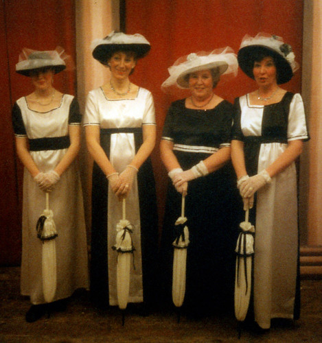 1998 Tom the Pipers Son 03 (from left x, Linda Ellis, Rita Hampton, Pauline Milner)