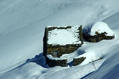 Les Goutets, hameau pastoral (Arige/Pyrnes) - 2e srie (PierreG_09) Tags: snowshoe grange cabane pyrnes pirineos arige table couserans pastoralisme goutets bourdaous courtal hameaupastoral