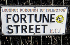 'Fortune Street' - 54/365 (EZTD) Tags: england signs london sign foto photos no si photographs fotos signage londres noentry february islington londra entry ec1 londinium londonboroughofislington fortunestreet londonist fotograaf londonengland 2015 aphotoaday signcity londonphotos project365 p365 aphotoadayproject 365photosinayear eztd eztdphotography photograaf alltypenoface eztdphotos day54 eztdgroup londonimagenetwork 3652015 daybyday2015 2015inpictures