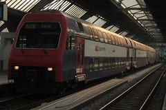 SBB Lokomotive Re 450 027 - 8 mit Taufname Zrich Enge ( Hersteller SLM Nr. 5431 - ABB => Inbetriebnahme 1990 ) mit ZVV - Zrcher S-Bahn Doppelstockzug  am Bahnhof Zrich im Kanton Zrich der Schweiz (chrchr_75) Tags: chriguhurnibluemailch christoph hurni schweiz suisse switzerland svizzera suissa swiss chrchr chrchr75 chrigu chriughurni mrz 2015 chriguhurni albumbahnenderschweiz albumbahnenderschweiz201516 schweizer bahnen eisenbahn bahn train treno zug albumzzz201503mrz albumsbblokomotivere450 re450 zvv dosto doppelstcker schweizerische bundesbahn bundesbahnen sbb cff ffs juna zoug trainen tog tren  lokomotive  locomotora lok lokomotiv locomotief locomotiva locomotive railway rautatie chemin de fer ferrovia  spoorweg  centralstation ferroviaria
