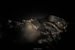Golden Light sur le Mont Blanc (Frdric Fossard) Tags: art montagne alpes lumire altitude glacier nuage paysage soir chamonix nuit nocturne montblanc ambiance abstrait dor hautesavoie surraliste atmosphre luminosit massifdumontblanc