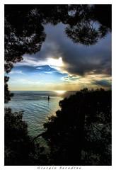 tramonto in cornice (Giorgio Serodine) Tags: canon tramonto nuvole mare colore boa cielo una controluce cornice orizzonte pini slovenja attraverso versosera